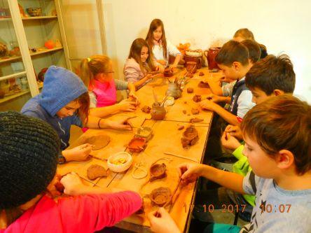 ...tvoříme z keramiky...